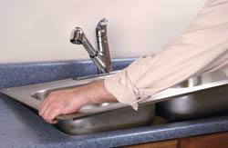 Сантехник в Нижнем Новгороде. Услуги сантехника – установка раковины на кухне